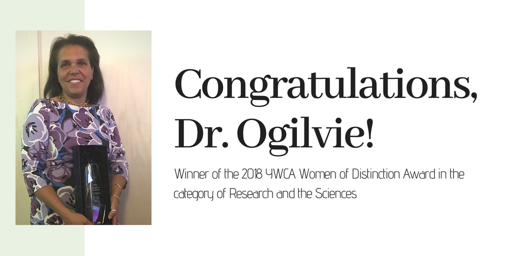 Picture of Dr Ogilvie with her award